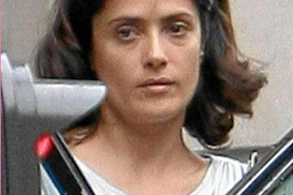 noticias Salma Hayek, deprimida por el acné